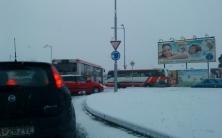 Bratislavu ochromilo sneženie, meškalo doslova všetko